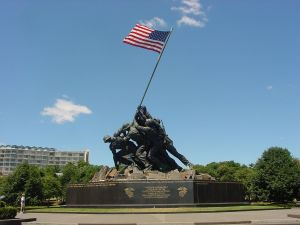 1280px-US_Marine_Corps_War_Memorial_(Iwo_Jima_Monument)_near_Washington_DC